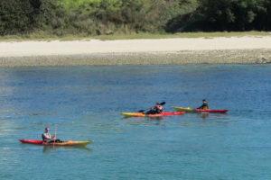 Canoë-kayak devant la plage Saint-Julien