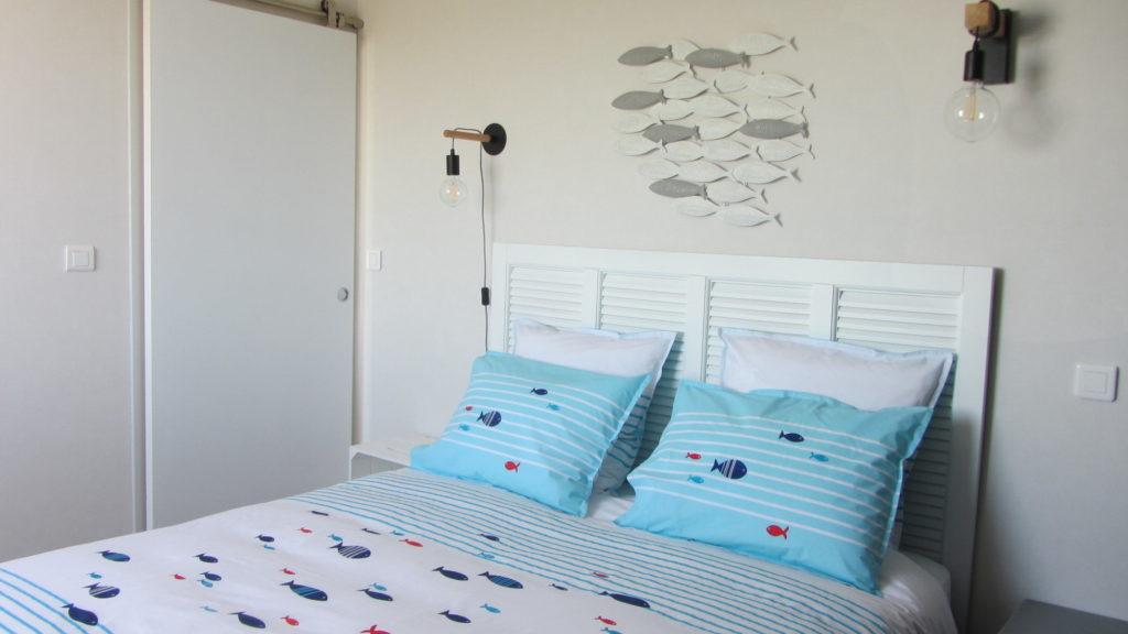La chambre et sa décoration inspirée des poissons
