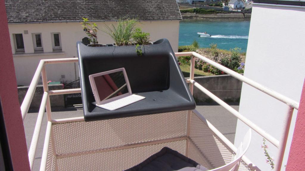 Le balcon, avec vue sur le port d'Audierne et les bateaux